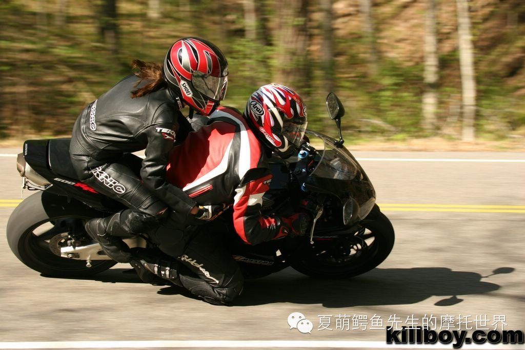 如何骑运动型摩托车 公路赛 带妹子