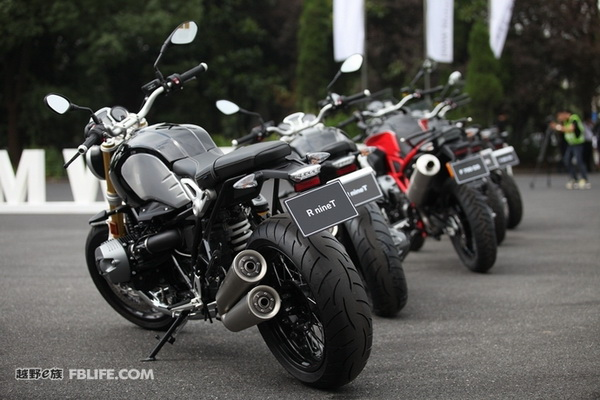 买豪爵摩托车不如,买台宝马摩托车去冒险吧!