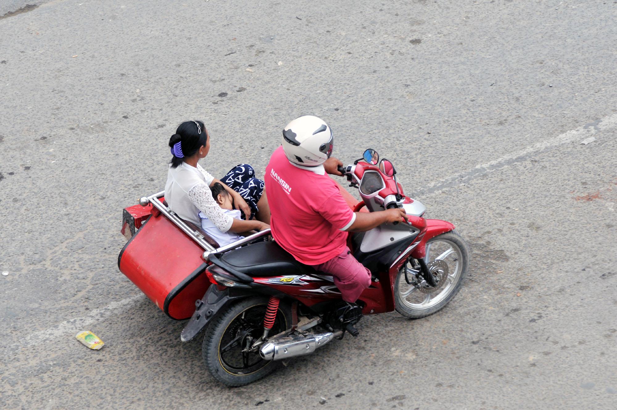 向驾驶位置设计的弯梁边三轮 - 中国摩托迷网